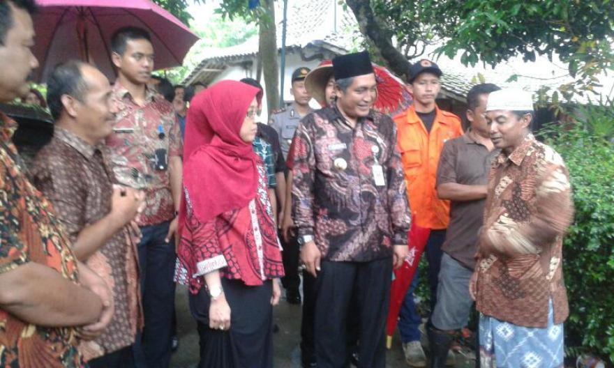 Image : Bupati Magelang Bpk. Zaenal Arifin, SIP Tinjau Jembatan Ambrol